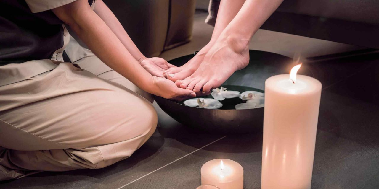 https://www.lereverittenhousespa.com/wp-content/uploads/2018/01/spa-foot-massage-1280x640.jpg