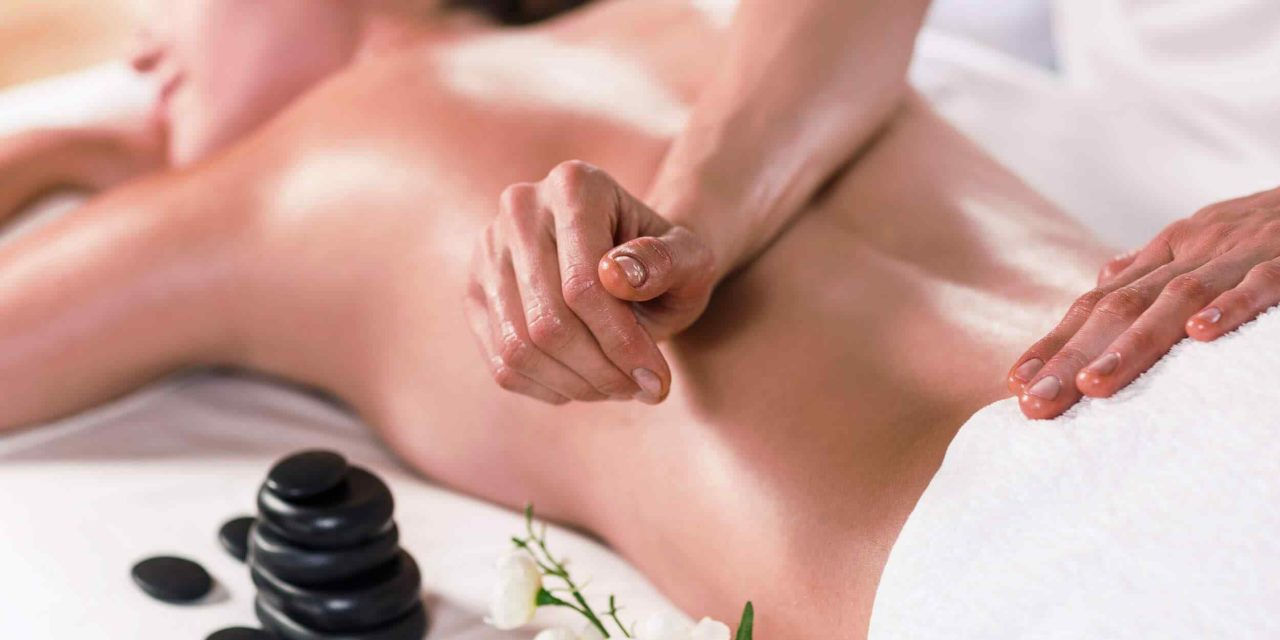 https://www.lereverittenhousespa.com/wp-content/uploads/2018/10/spa-massage-16-1280x640.jpg