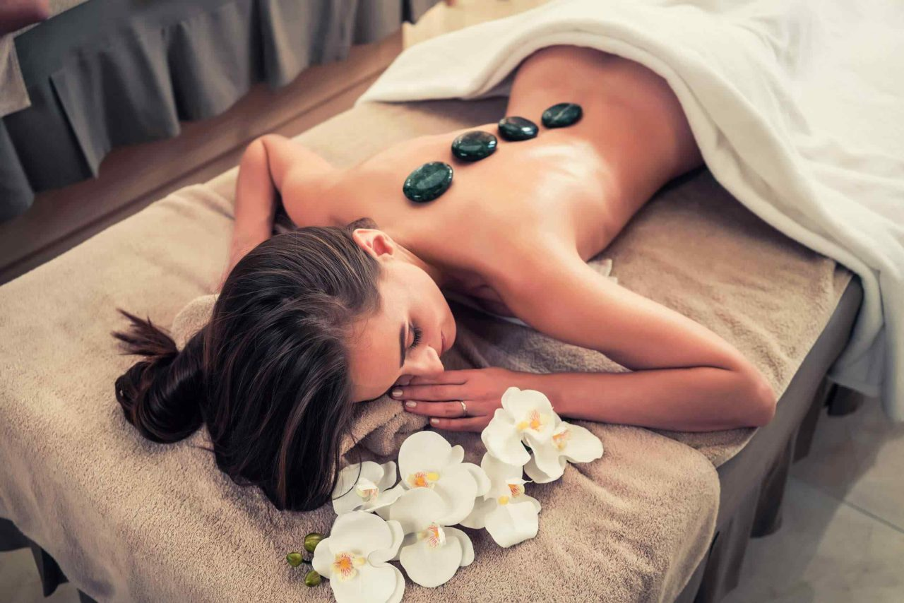 https://www.lereverittenhousespa.com/wp-content/uploads/2018/10/spa-stone-massage-3-1280x854.jpg