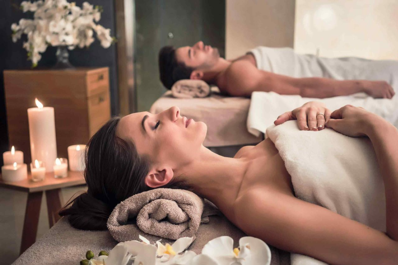 https://www.lereverittenhousespa.com/wp-content/uploads/2018/10/spa-treatment-7-1280x854.jpg